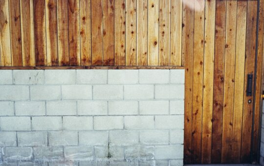 bande d'arase sur mur parpaing