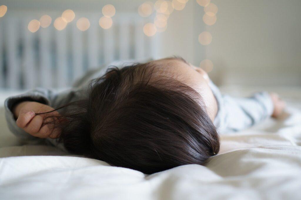 lit enfant mi-hauteur
