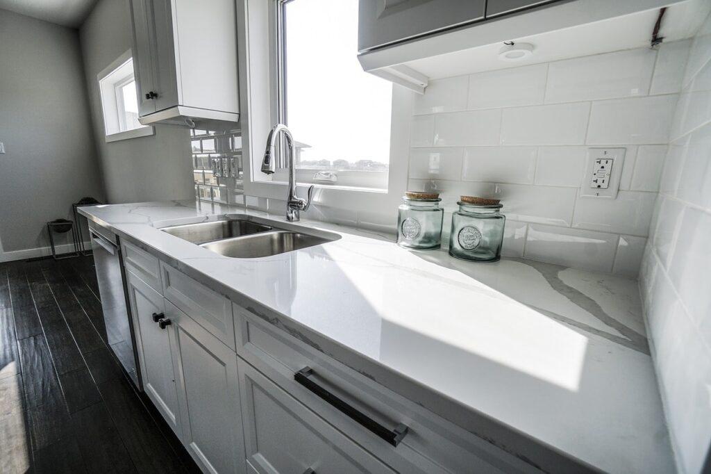tuile métro dans cuisine